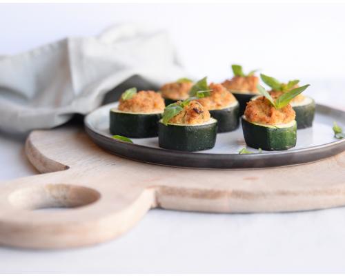 Gegrillte Zucchinibecher